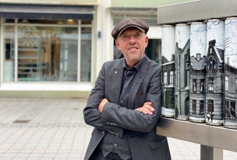 SPENT: Lars Vik rett før boklansering lørdag ettermiddag.