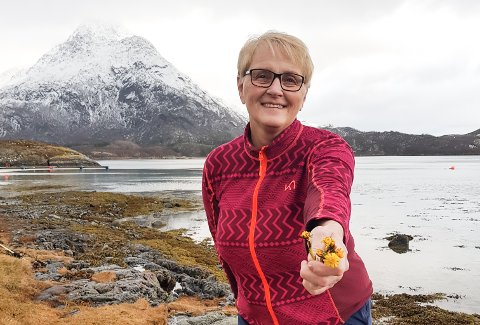 Margaret Blom Åsland synes det er skremmende å finne hestehov så tidlig som 1. februar ved hytta på Tomma.