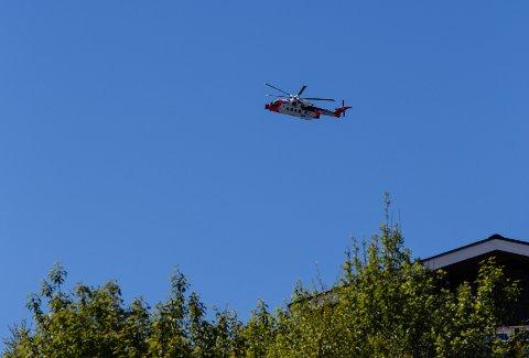 Her kommer Forsvarets nye helikopter inn over Båsmoen Om bord sitter Dan Yngve Opland fra Rana. Han skulle bare en svingom innom hjembyen for å hilse på familien.