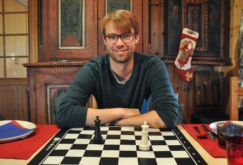 Benjamin Ree spiller ikke sjakk selv, men har hatt stor suksess med sin første kinofilm om Magnus Carlsen.