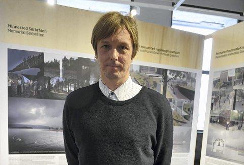 Kunstner Jonas Dahlberg kritiserer regjeringen etter at han mistet oppdragene med minnesteder etter 22. juli.
