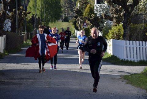 Noen hadde vært svært oppfinnsomme med påkledningen. Gunn-Lene Karlsen hadde sydd seg løpedrakt av flagget.