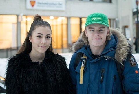 Ikke likt for alle: Camilla Schistad Souza (17) får ikke vaksinen gratis, men det fikk Sander Mosengen (18).