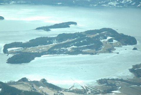 HYTTEØY: Storøya har ikke bare en fin golfbane, men også mange hytter.