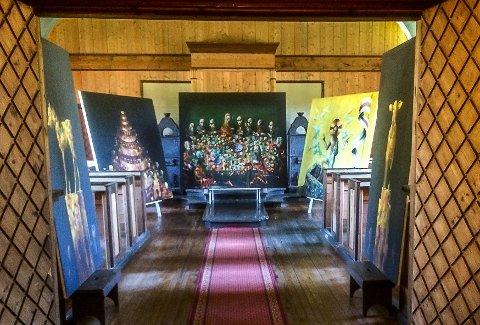 """JEVNAKER: Fem store malerier fra Håkon Gullvågs verk """"Den bibelske syklus"""" er å se i Jevnaker kirkes kapell i sommer."""