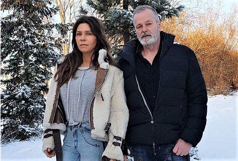 FEIRER JUL PÅ HØNEFOSS: Julen skal feires sammen med familie, men det blir også en del forberedelser til rettssaken Eirik Jensen er midt oppi. Samboer Ragna Lise Vikre er trofast støttespiller.