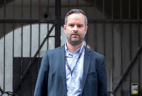 FORNØYD: Advokat Patrick Lundevall-Unger sier at han og Hønefoss-mannen er fornøyd med dommen på litt over ti års fengsel.