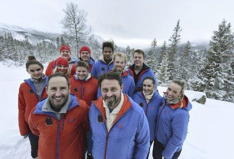 TESTET I TINN: Her er kjendisen i Senkveld som var på Rjukan og i Tinn i to ukerfor å spille inn 14  episoder med Camp Senkveld.
