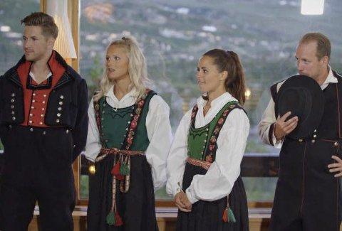I BUNAD: Ikke ofte en ser det svenske skilaget i slike bunader. Fra venstre Emil Jönsson, Frida Karlsson, Anna Haag og Teodor Peterson (TV2)