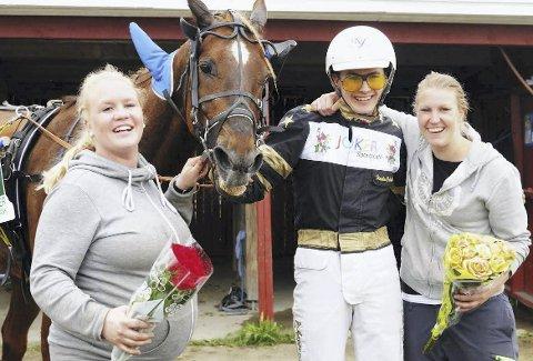 VANT: Håkon Ydersbond vant mandag sitt første totoløp. Her sammen med Tonje Johanne Eng (f.v.), Appel's Tornado og Louise Vian på Burvollen i fjor. FOTO: ØIVIND ERIKSEN