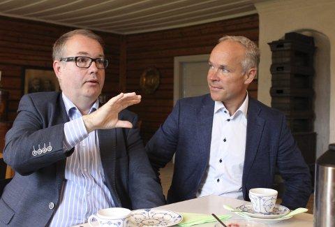 Mer fagkompetanse til sentrum: Kjartan Berland i Skedsmo Høyre, her sammen med kommunalminister Jan Tore Sanner, mener Lillestrøm bør være en høyaktuell lokasjon når Politihøgskolen vurderer å flytte ut av Oslo.Foto: Stine Løkstad.