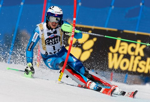 Norway's Henrik Kristoffersen skis during the first run of a men's World Cup slalom ski race Sunday, March 19, 2017, in Aspen, Colo. (AP Photo/Nathan Bilow)