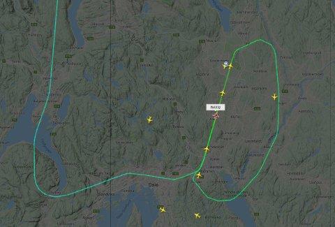 EKSTRA RUNDE: Et Norwegian-fly fra Trondheim valgte å ikke lande på første forsøk i kveld. FOTO: FLIGHTRADAR24