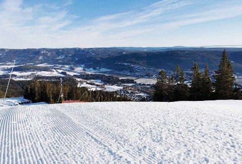 FINE FORHOLD: Varingskollen Alpinsenter i Hakadal kan friste med blant annet Olaløypa, som er den lengste og bratteste nedfarten på Romerike.