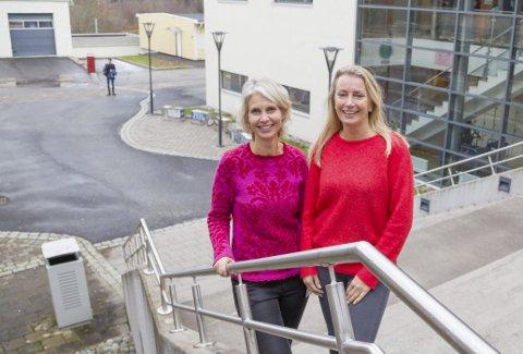 KURSTILBUD: Helsesøster Ragne Stendal Kaupang og Cecilie Myhrer Øiangen ved Røyken videregående skole har laget et eget kursprogram for stressmestring som de tilbyr elevene på skolen. – i vil gi ungdommene et verktøy for å mestre egen hverdag og sette grenser for seg selv så de ikke sliter seg ut, sier de.