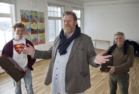 SNURR FILM: «Supermann» Martin Halvorsen (t.v.), Arne Adolfsen og Ignacio Murtas gleder seg til å snurre første film 1. mars i lokalene til Kulturhuset Hovtun.