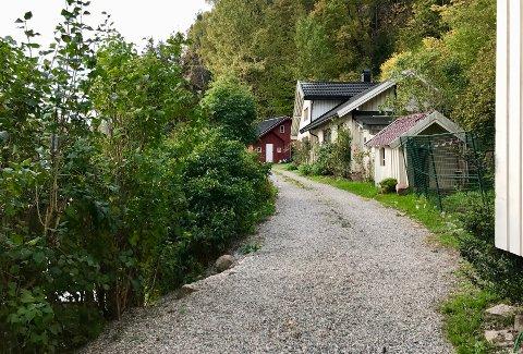 NEI: Beboerne langs Grundvikveien godtar ikke politikernes vedtak om kyststi, og setter nå sin lit til Skjønnsretten.