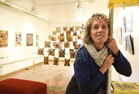 Slår et slag for folkekunsten: Lizz Daniels inviterer til utstillingen «What you see depends on where you stand» på Kunsterhuset Labben i Framnesveien. Foto: Flemming Hofmann Tveitan