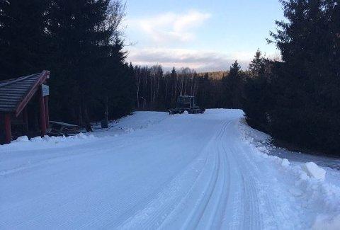 VARMT: Når temperaturen stiger kan den lille snøen som har kommet forsvinne igjen, også her i skianlegget i Storås.