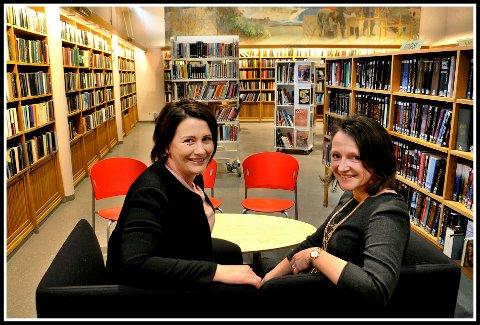 Ønsker innspill: Utvalgsleder for kultur og oppvekst, Therese Thorbjørnsen (til venstre), og bibliotekssjef Anette Kure, ønsker innspill fra beboerne i Sarpsborg om hva det nye biblioteket skal fylles med.