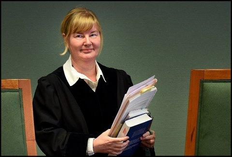 Konstituert tingrettsdommer Janne Jordbakke og de to meddommerne i Sarpsborg tingrett har dømt en mann i 40-årene til fengsel i 120 dager for vold mot en taxisjåfør i fjor høst.
