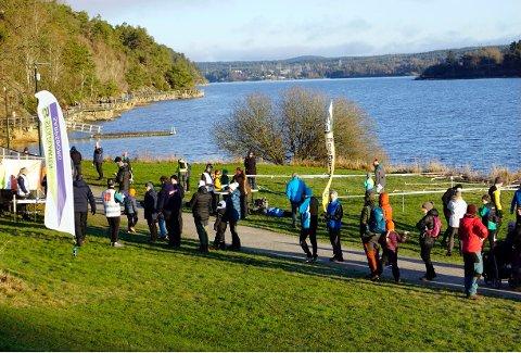 Det var mange sarpinger som startet søndagsturen ved Glengshølen for å finne poster i Sarpsborgmarka.