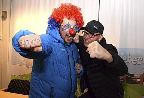 Lokale klovner: Børre Olsen (t.v.) og Eddy Lyshaug sier de til tider føler seg som klovner i lokalmiljøet. Da passer det godt å presentere Klovner i Kamp på skikkelig klovnevis.
