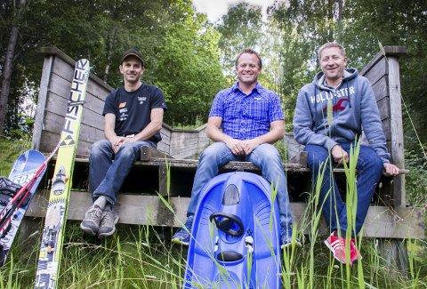 HER BLIR DET LIV: Thomas Myrvang, Bård Løken og Tom Sandham vil lage et anlegg for skileik i Prestenga. De håper å få på plass både lys og kunstsnøanlegg.         ARKIVFoto: john Petter Nordbø