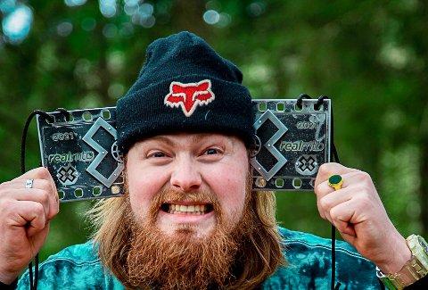BLE OVERRASKET: Brage Vestavik fra Mysen trodde han skulle gjøre et intervju. I stedet ble han overrakt sølv i X-Games.