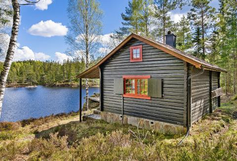 I Østmarka: Den koselige hytta ligger like ved Gjeddevann.