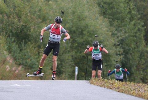 STERK PRESTASJON: Albert Riseth leverte to sterke løp i helgas junior-NM i rulleskiskyting på Voss.