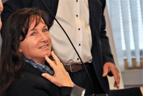 SNUR: Irene Heng Lauvsnes og Strand kommune stoppar ikkje faktureringa av kommunale gebyr i mars, men understrekar at folk får tilbakebetalt barnehage- og SFO-gebyr for dagar då tilboda var stengde. Frå april blir det ikkje fakturert barnehage- og SFO .