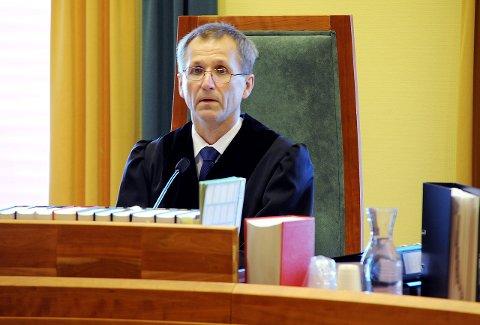 DOMMER: Tingrettsdommer Gustav Søvde og de to meddommerne trodde ikke på 57-åringens forklaring om hvordan han fant hasjen.