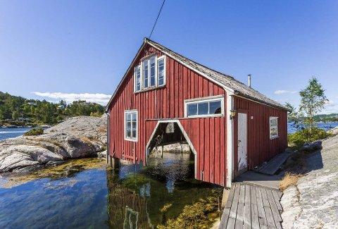 Pristopp: Båthuset i Skiensund som er til salgs med prisantydning 2,9 millioner. Foto: Krogsveen