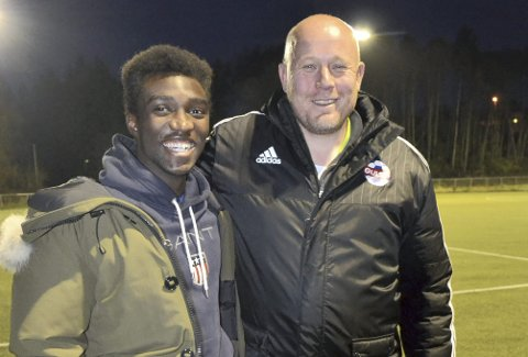 IMPONERT OVER GAMLEKLUBBEN: Wolverhampton-proff John Kitolano er godt fornøyd med jobben Øyvind Haugen har gjort i Gulset. FOTO: TOM EIK BAUGERUD