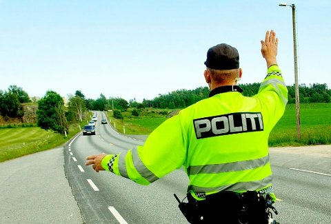 VERSTING: Telemark er på verstinglista når det gjelder folk som sier de bruker mobilen mens de kjører. Illustrasjonsbilde: Stian Lysberg Solum / NTB scanpix