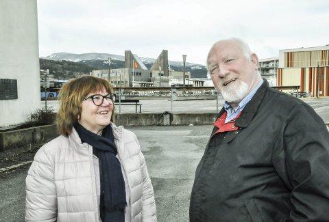Inviterer til folkemøte: Arbeiderpartiet ved Anne Grethe Randbye og Alexander Lien sier et folkemøte skal skape klarhet i framtida for sykehusene i Telemark.
