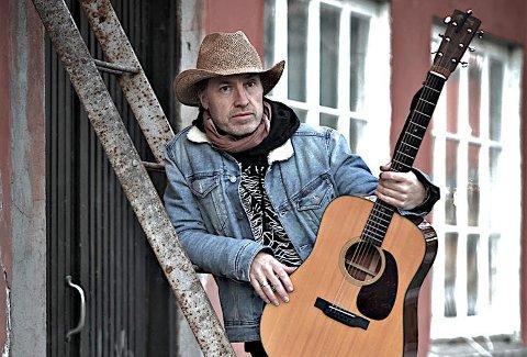 PRESENTERER: Jørn Stenersen er mannen bak Jim's not dead. Bandet og musikken presenteres på MøllaLive onsdag kveld. Siden kommer det singleutgivelser og album.