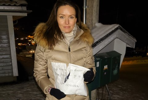 HELDIG: - Vi var heldige og fikk en pakke som tydeligvis ikke inneholdt noe av verdi for tjuven (e), sier Silje Kvernberg Alvarstein, som advarer andre om at noen stjeler fra postkassene på Skogen i Notodden.