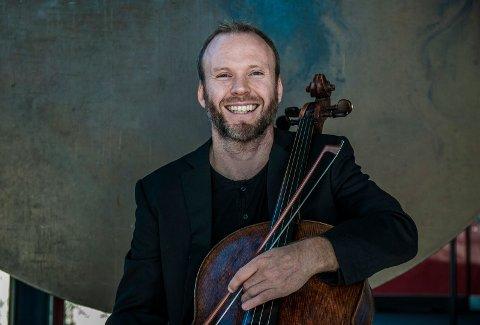 Audun Sandvik er solocellist både i Kringkastingsorkesteret og Det Norske Kammerorkester. Fredag er han i Frei kirke.