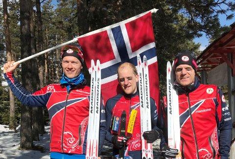 Lars Hol Moholdt (i midten) gikk på det norske stafettlaget sammen med Øyvind Watterdal og Jørgen Madslien. Foto: Ole Petter Haugen