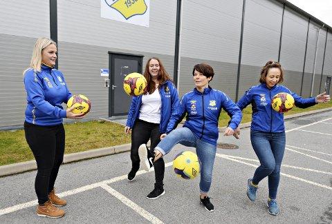 Mange baller i lufta: Cathrine Brattøy (fra venstre), Trine Amundsen Olsen, Bente Johansen og Siv Marie Bøe er fire av sju kvinner i cupgruppa til Dahle Idrettslag.