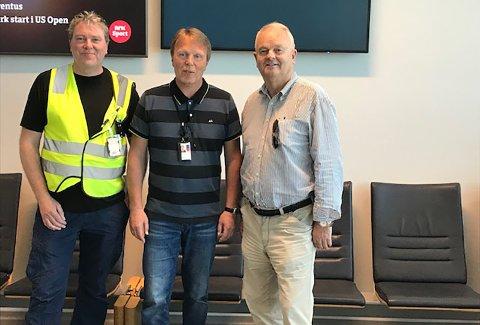 Byggeleder Øyvind Angvik (fra venstre), lufthavnsjef Ola Sandvik og styreleder Øivind Hoem i Kvernberget veks.