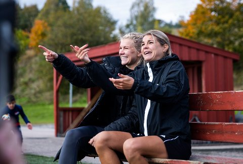 Andrine Hegerberg (t.h.) er ute med en korsbåndsskade i kneet. Lillesøster Ada (t.v.) fikk en tilsvarende skade på rundt samme tid i fjor.