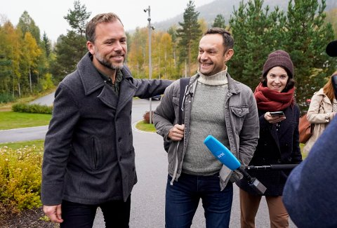 SV-leder Audun Lysbakken tok mandag med seg nestleder Torgeir Knag Fylkesnes til sonderingene med Ap og Sp på Hurdalsjøen Hotell.
