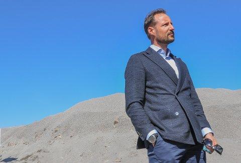 LÆRT MYE: – Jeg har lært mye, sier kronprins Haakon til tb.no etter at besøket hos den omfattende steinindustrien i Vestfold.
