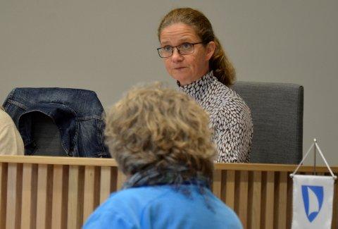 ORIENTERTE: Kommunaldirektør for helse i Færder kommune, Hilde Kari Maugesten, orienterte Hovedutvalg for helse om innholdet i Tønsbergs Blads artikler og hva kommunen gjør og har gjort.