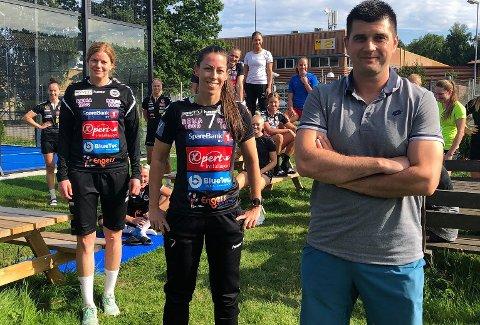 Zarko Pejovic (t.h) er Tonje Larsens (t.v) etterfølger. Her også sammen med assistenttrener Marianne Iversen.