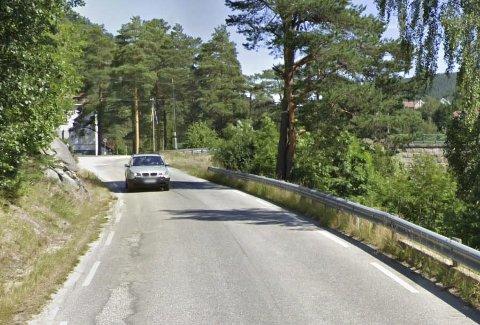 Gang- og sykkelvei: På denne strekningen mellom Engenes og Åmfoss bru blir etter planen mye tryggere for de myke trafikantene.  Foto: Google Street View