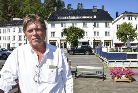 DRITTLEI: Hver sommer får Pål Jahnsen på  Tvedestrand Fjordhotell ubudne toalettgjester. På en «god» dag kan opp mot 100 gjester gjøre sitt fornødende på hotellets doer, mens de offentlige toalettene bare er noen meter unna.